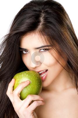 https://cdn0.desidime.com/attachments/photos/236119/medium/672466-cutcaster-photo-801160661-Sexy-girl-apple.jpg?1480941214