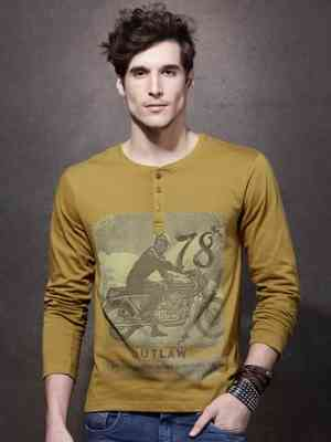 https://cdn0.desidime.com/attachments/photos/239251/medium/367690211477122384328-Roadster-Men-Mustard-Printed-Henley-Neck-T-Shirt-5851477122383980-1.jpg?1480946167