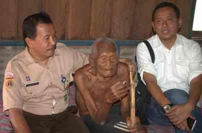 https://cdn0.desidime.com/attachments/photos/369772/medium/3551957Mbag-Gotho-oldest-human.jpg?1481009275