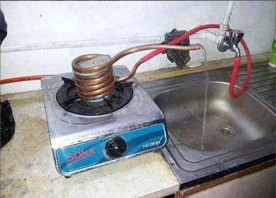 https://cdn0.desidime.com/attachments/photos/444626/medium/1462540-Hot-Water-Technic-of-Indian-Engineering-student-in-Hostel1.jpg?1481040201