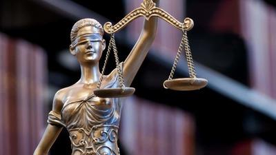 https://cdn0.desidime.com/attachments/photos/457719/medium/3956248lady-justice-blindfolded_55d3389af74020f6.jpg