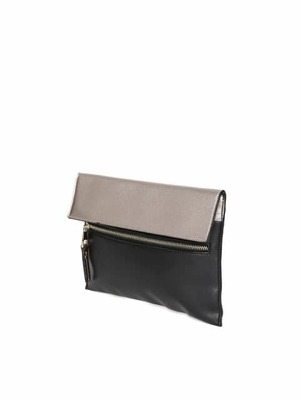 https://cdn0.desidime.com/attachments/photos/459705/medium/397998411482919839015-Accessorize-Muted-Gold-Toned--Black-Colourblocked-Clutch-with-Sling-Strap-291482919838682-2.jpg?1487582358