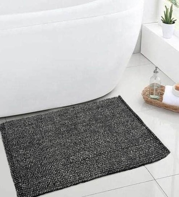 https://cdn0.desidime.com/attachments/photos/521487/medium/5094473solid-pattern-microfiber-3-x-2-feet-bath-mat-by-saral-home-solid-pattern-microfiber-3-x-2-feet-bath--dbwssd.jpg?1530888140