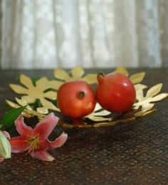 https://cdn0.desidime.com/attachments/photos/522262/medium/5106483uru-products-gold-metal-single-flower-perforated-platter-uru-products-gold-metal-single-flower-perfo-ahj72q.jpg?1531320513