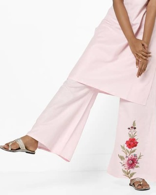 https://cdn0.desidime.com/attachments/photos/525513/medium/5153415ajio-mid-rise-palazzo-pants-with-floral-applique.jpg?1533210200