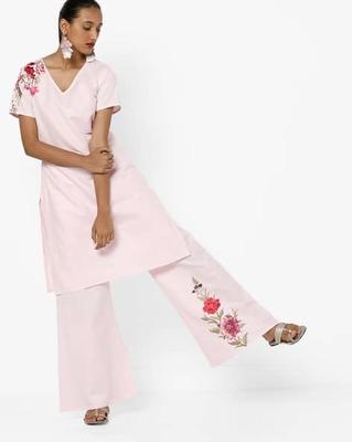 https://cdn0.desidime.com/attachments/photos/525514/medium/5153415ajio-straight-kurta-with-floral-embroidery.jpg?1533210206