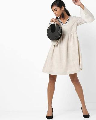 https://cdn0.desidime.com/attachments/photos/525515/medium/5153415vero-moda-checked-a-line-dress-with-embroidered-neckline.jpg?1533210210