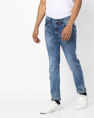 https://cdn0.desidime.com/attachments/photos/525553/medium/5153415ajio-tapered-fit-jeans-with-whiskers-.jpg?1533217446