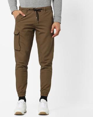 https://cdn0.desidime.com/attachments/photos/525556/medium/5153415ajio-skinny-fit-jogger-pants-with-cargo-pocket.jpg?1533217460