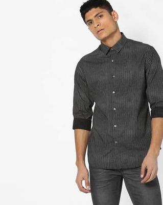 https://cdn0.desidime.com/attachments/photos/526400/medium/5163632flying-machine-striped-shirt-with-curved-hemline.jpg?1533648002