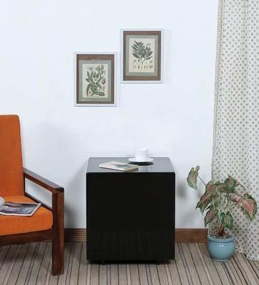 https://cdn0.desidime.com/attachments/photos/526511/medium/5165342paola-end-table-in-glossy-black-finish-by-casacraft-paola-end-table-in-glossy-black-finish-by-casacr-qlnbst.jpg?1533728262