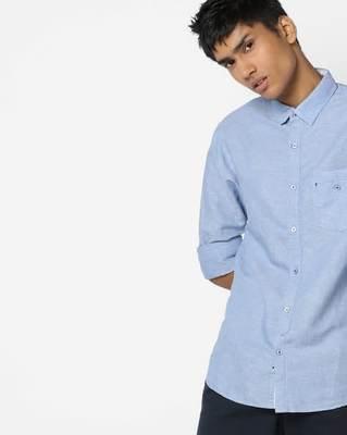https://cdn0.desidime.com/attachments/photos/555775/medium/5677927ajio-slim-shirt-with-curved-hemline.jpg?1551954423