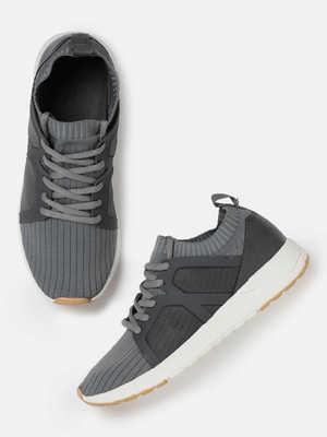 https://cdn0.desidime.com/attachments/photos/584684/medium/609827756b1835a-3220-43ce-87fe-371c1305c61d1538551740765-HRX-by-Hrithik-Roshan-Women-Grey-Self-Striped-Sneakers-15815-2.jpg?1568275639
