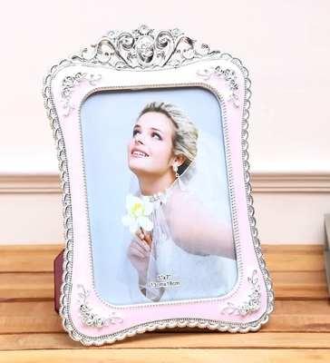 https://cdn0.desidime.com/attachments/photos/599125/medium/6332538pink---silver-plastic-toned-rectangle-individual-photo-frame-by-aapno-rajasthan-pink---silver-plasti-vesfup.jpg?1576841673