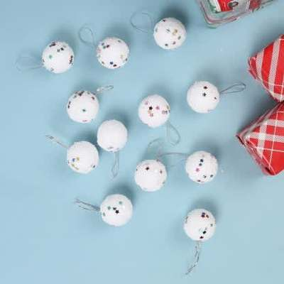 https://cdn0.desidime.com/attachments/photos/599602/medium/634185212-christmas-tree-decorative-balls-tied-ribbons-original-imafmcyekhk258hh.jpeg?1577161361