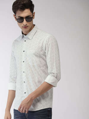 https://cdn0.desidime.com/attachments/photos/599625/medium/63426235d08aeed-ead0-45d9-9412-604f4d8dd38e1558782890109-Arrow-Men-White--Black-Slim-Fit-Printed-Semiformal-Shirt-122-1.jpg?1577171722