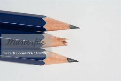 https://cdn0.desidime.com/attachments/photos/602968/medium/6453469653-01662243em-three-pencils-in-a-row-with-one-broken-lead.jpg?1579524596